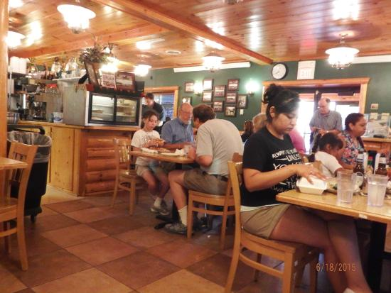 Red Rock Restaurant: tables inside with hungry customers  chowing down