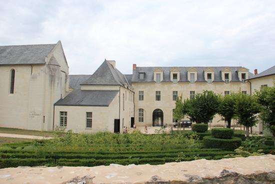 vue de l 39 h tel picture of fontevraud l 39 hotel fontevraud l 39 abbaye tripadvisor. Black Bedroom Furniture Sets. Home Design Ideas