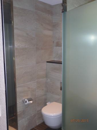 Bimini: Separate toilet area