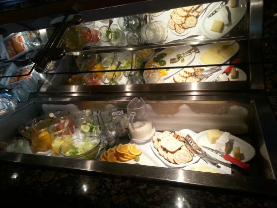 Hotel Crystal Interlaken : Buffet breakfast 1