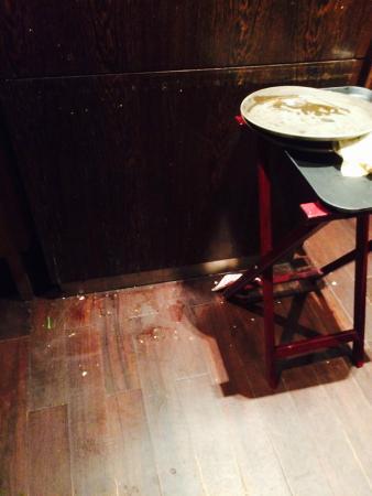 Renaissance Sanya Resort & Spa: food on floor in restaurant