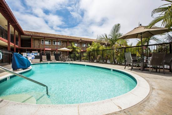 Econo Lodge Inn & Suites Near Legoland : Pool