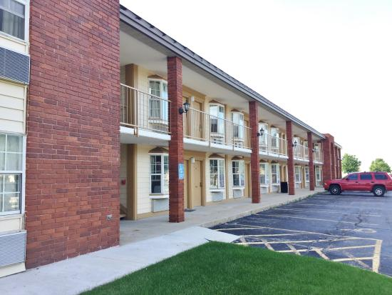 Belvidere, IL: Side Exterior