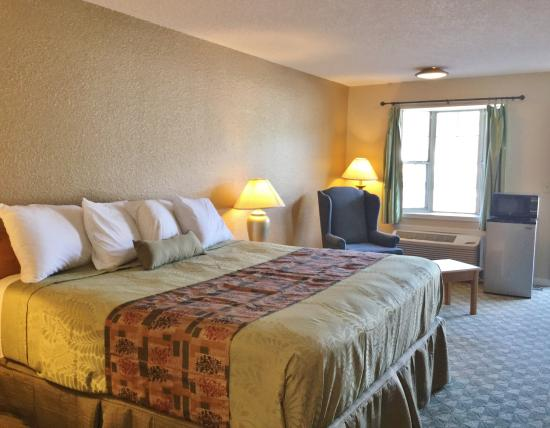 Belvidere, IL: One King Bed