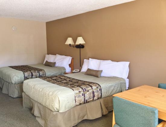 Belvidere, IL: Two Queen Beds