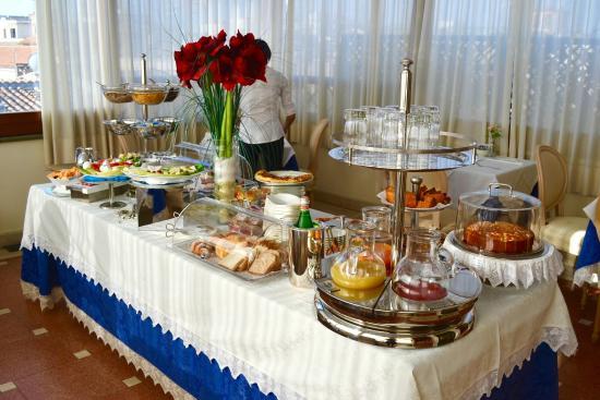 Daniel's Hotel: Breakfast Spread
