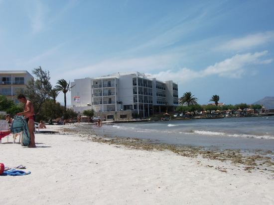 Hotel More: Beach and hotel