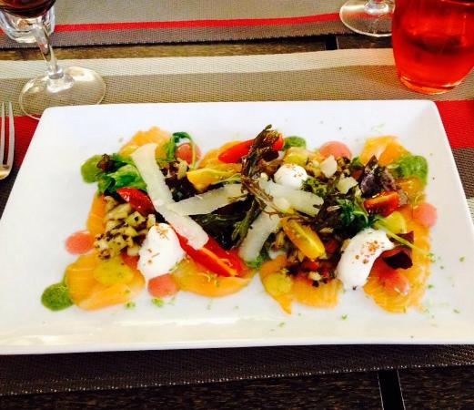Hotel Restaurant de la Place : Smoked Salmon starter - fresh & delicious!