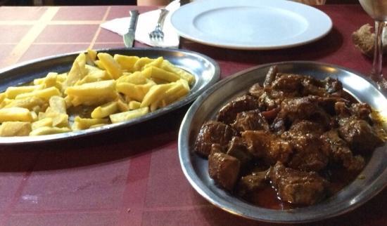 A Roxoa: Carne asada con patatas frías