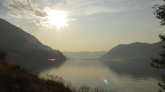 Quilchena, كندا: Sunset on the lake