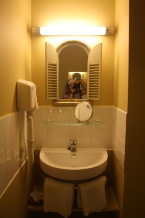 Bed & Breakfast Gallery Yasmine: Chambre tournesols bathroom