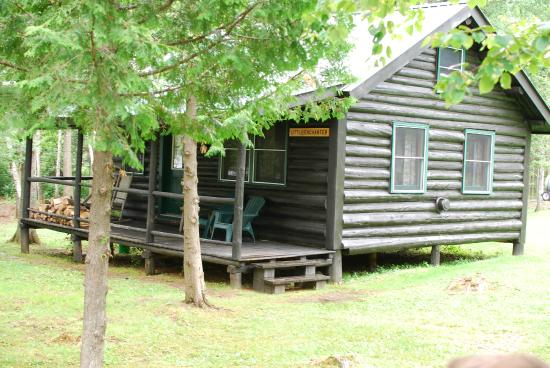 Bulldog Camps: Our lakefront cabin