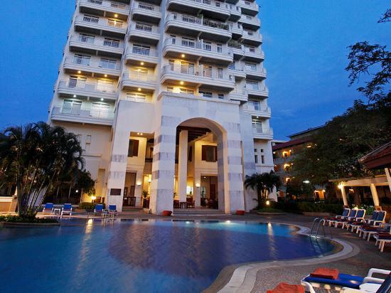 Waterfront Suites Phuket by Centara: Exterior