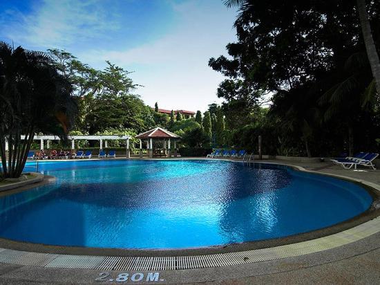 Waterfront Suites Phuket by Centara: Pool