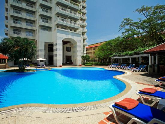 Waterfront Suites Phuket by Centara : Pool