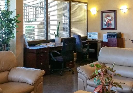Quality Inn & Suites Clearwater: Business Center