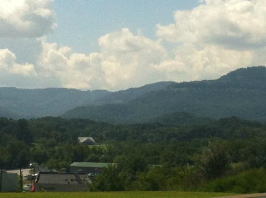 Sleep Inn & Suites Middlesboro: View looking out from the front of the Sleep Inn Hotel