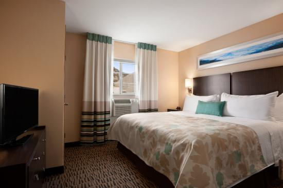 Hawthorn Suites by Wyndham Eagle CO: Bedroom of 1 Bed Room Suite