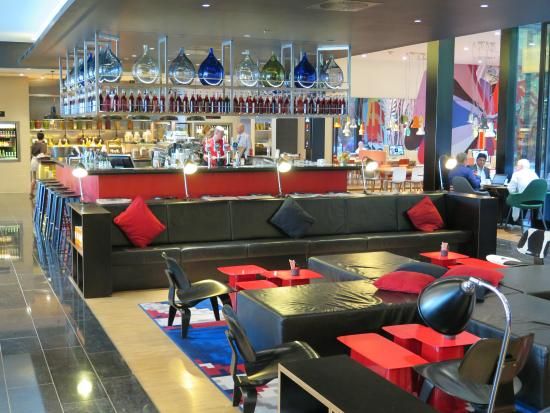 CitizenM London Bankside: CitizenM Lobby And Bar