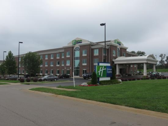 Holiday Inn Express Hotel & Suites Lexington Northeast: Outside of Hotel.