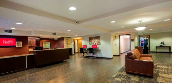 Red Roof PLUS+ & Suites Malone: Lobby