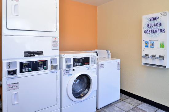 Americas Best Value Inn- Wilmington: Laundry Facility