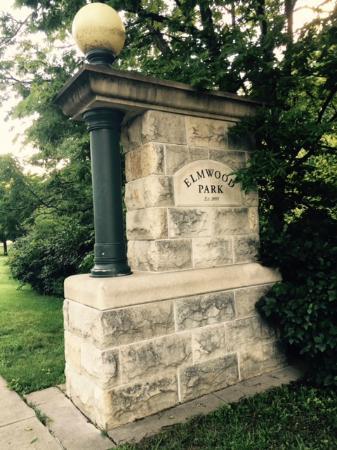 Elmwood Park: Entrada