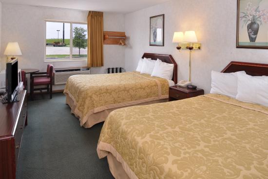 Wenona, IL: Two Queen Bed Guest Room