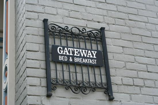 Gateway Bed and Breakfast: Sign