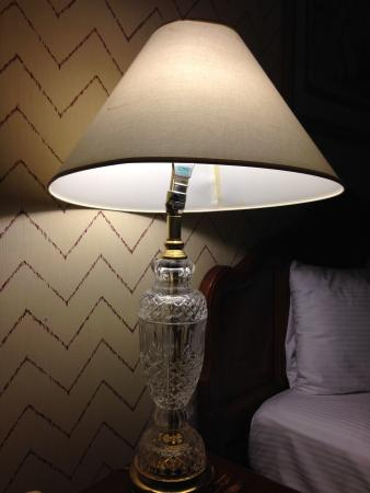 Railroad Pass Hotel & Casino: One of the 2 lamps in the room, both were broken.