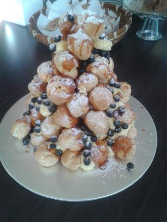 Little Kitchen on the bay: Baby Eclair tower