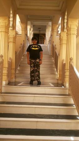 โรงแรมดิ โอเบรอย อุไดวิลาส อุไดพูร์: stairway towards retaurant!