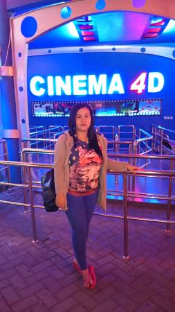 wajib nyoba cinema 4D, seru - Picture of Batu Night
