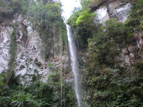Mayong, إندونيسيا: cascade de Blahmantung
