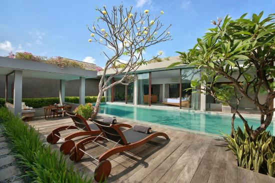Ziva Villas: Sundeck and sunchair beside of own private pool