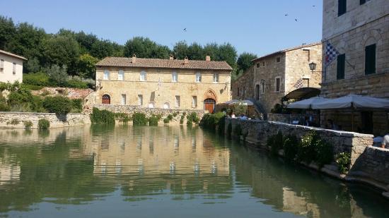 Terme Bagno Vignoni - Picture of Terme Bagno Vignoni, Bagno ...
