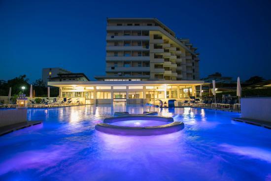 Hotel Abano Verdi Terme: Piscina termale esterna con idromassaggi