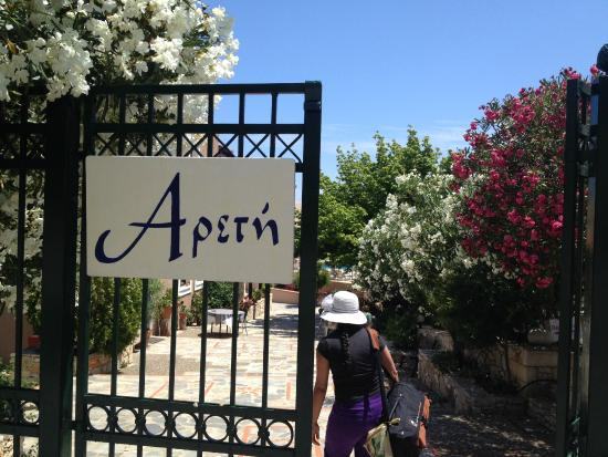 Areti Aparthotel: Main entrance to the hotel