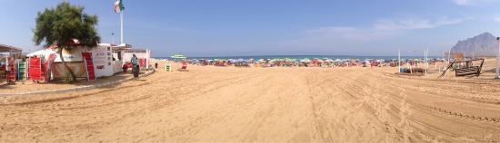 Valderice, Italy: Lido forgia Playa Nova di Sorrentino Giuseppe!  Vi Aspettiamo per passare insieme a noi le vostr