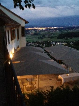Aussicht vom Burgplatz aus über die Restaurant-Terrasse