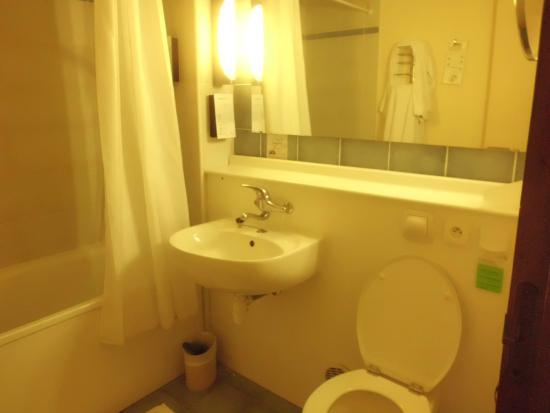Campanile Caen Nord: Salle de bain