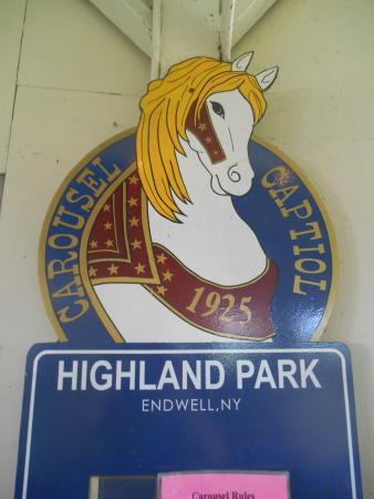 Endwell, Нью-Йорк: The Highland Park carousel sign