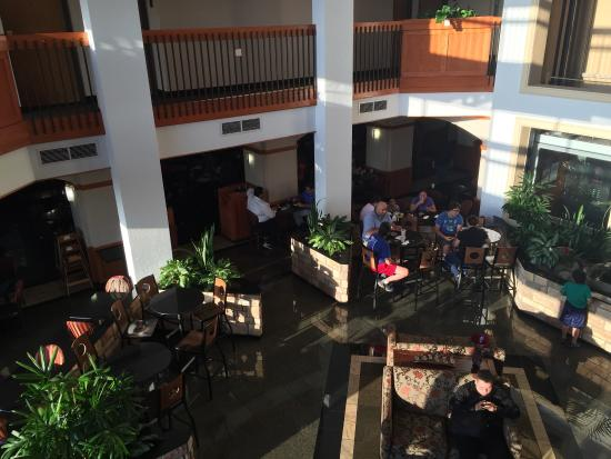 Drury Inn & Suites San Antonio Northwest Medical Center: This is the atrium area where breakfast is served it includes a hot complimentary  breakfast wit