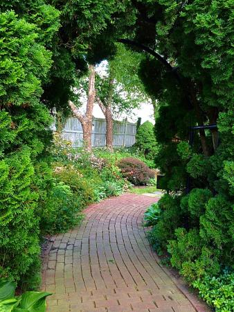 Ladew Topiary Gardens: Entrance to garden
