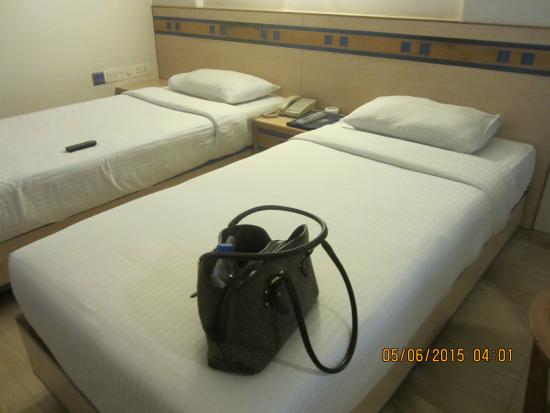Hotel Suncity Residency: Room