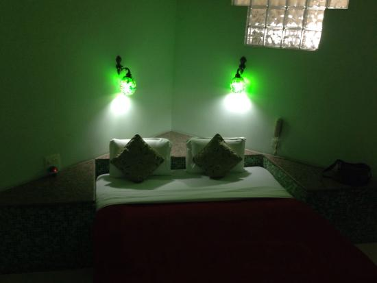 Salle bain picture of ray of maya hotel agra tripadvisor for Salle de bain 7 m2