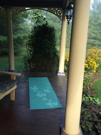 The Miller's Daughter Bed and Breakfast: Perfect spot for your morning yoga on the porch!