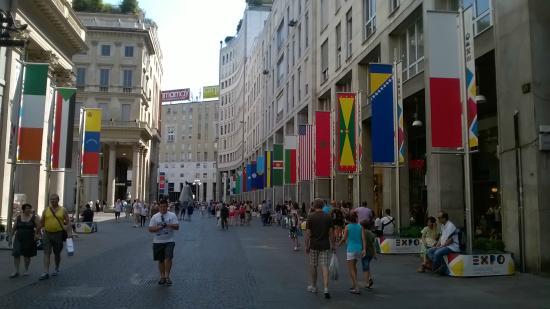 Lloyd Hotel: Corso Vittorio Emanuele, verso Piazza san Babila