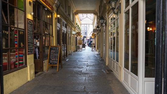 Quartier Saint-Germain-des-Prés : Passage couvert