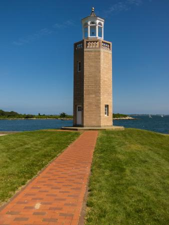 Avery Point Light: Lighthouse and view